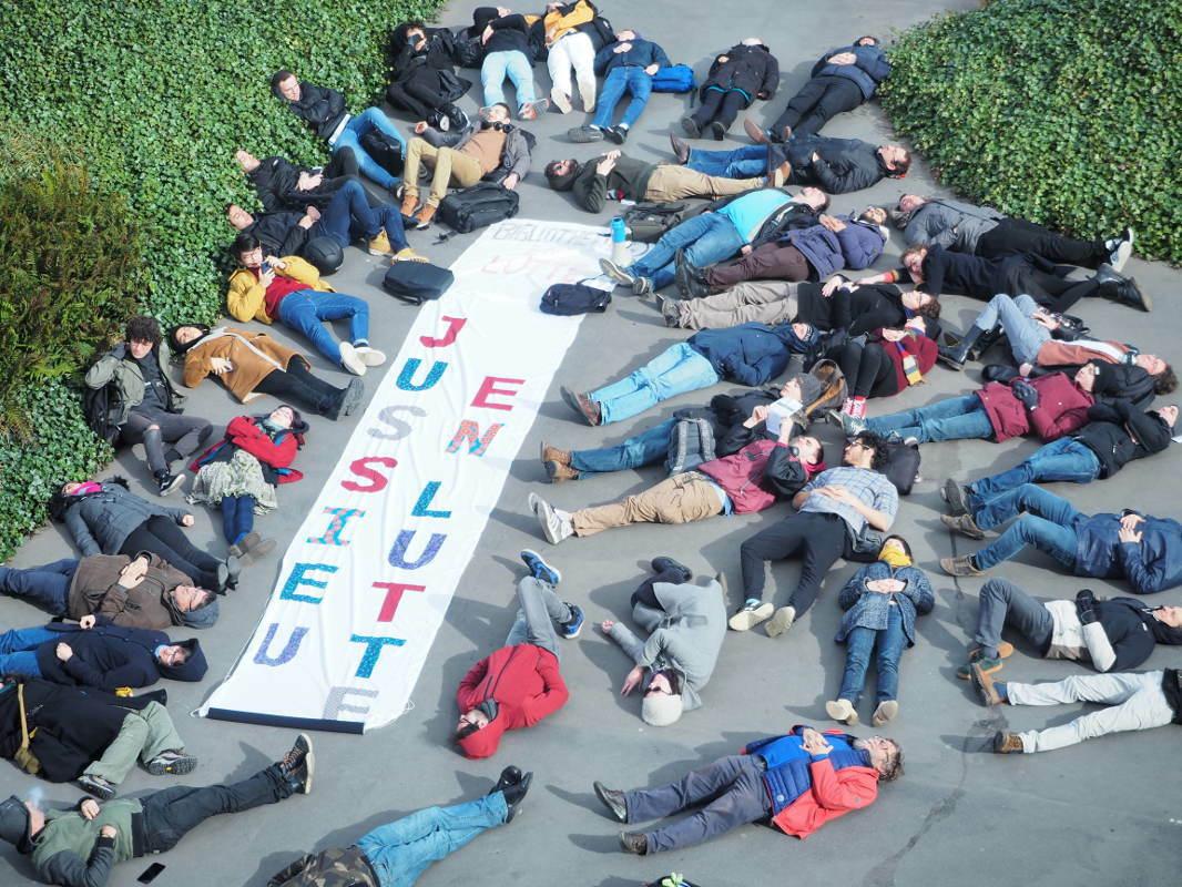 image from 5 mars : die-in